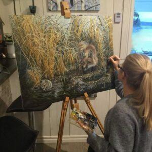 Konstnären Kristin Sarstedt i arbete